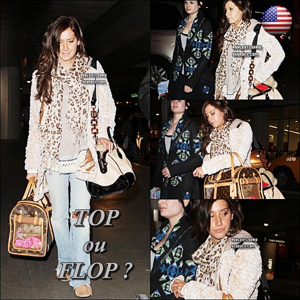 *  9 FEVRIER : Ashley a été aperçue alors qu'elle était à l'aéroport LAX en compagnie de son amie Casey Weiant.   * Ha ! Enfin de retour à la maison : de vrais candids ! :)*