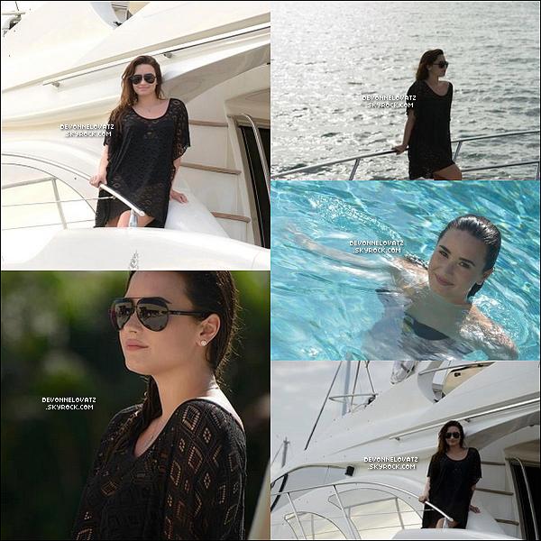 . 28.12.2012 | Demi a posé au Mexique pour un shoot pendant ses vacances.  .