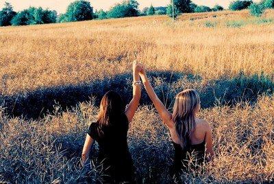 Une meilleure amie est une soeur que la vie ne t'as pas donner.