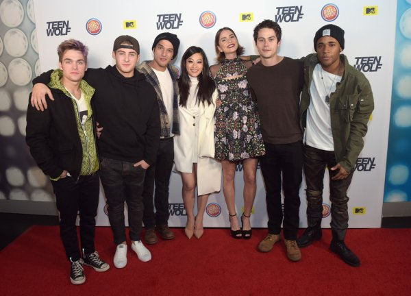 """Le cast a la """"Teen Wolf Wrap Party"""" à Hollywood, le 20 décembre 2015"""