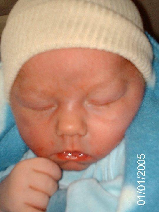 mon fils axel nee le 16/8/2011 avec 3kg720 et 52 cm