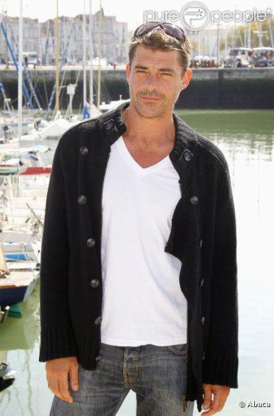 Thierry Neuvic : Ses mots bouleversants sur la mort de son beau-père (5/01/2012)