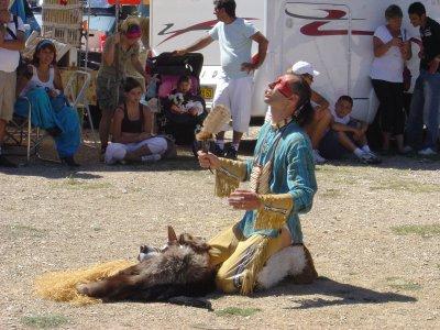mon ami  dit TOPA LUTA   dans l'esprit des loups, danse et joue de la siotanka