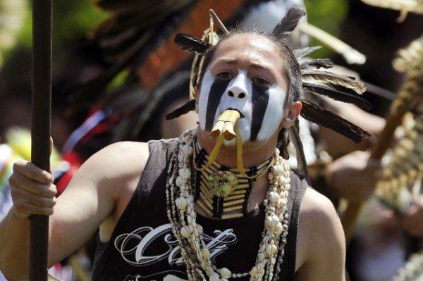 Un jeune Amérindien a obtenu le droit de porter une coiffe avec des plumes d'aigle