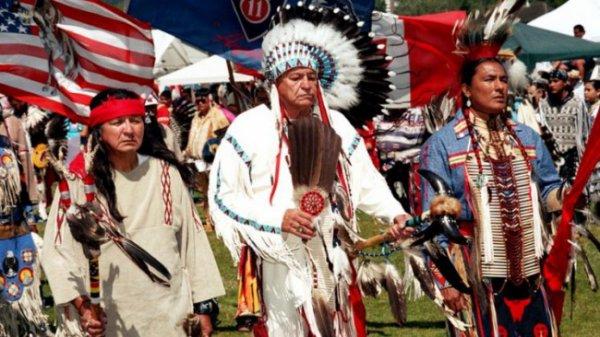 USA : un Conseil de chefs amérindiens offre l'amnistie à 220 millions d'immigrants blancs illégaux