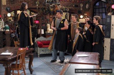 > Les Sorciers de Waverly Place > Saison 04 > Episodes Stills > 4.07 -Tout est Rosie pour Justin