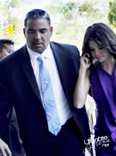 Selena arrive au 'Monte Carlo' press junket (29 juin)