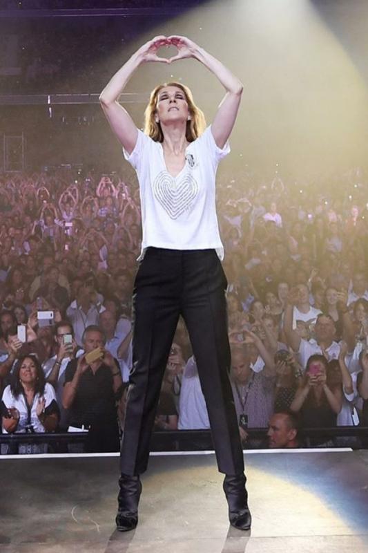 Magnifique concert à Nice ... C'estait fabuleux , celine a rendue hommage aux victimes de la promenade des anglais : tres émouvant !!!!! Bref soirée incroyable et vivement le prochain concert.