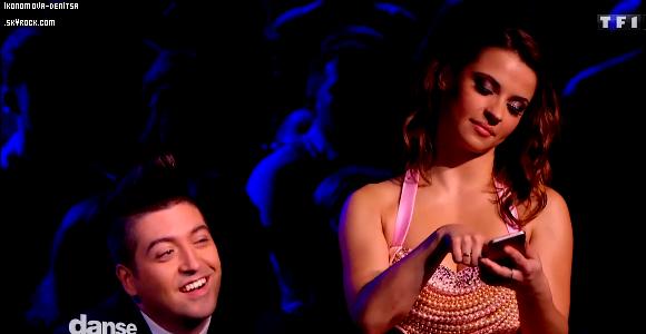 22.11.14 → Pour cette demi-finale, Rayane ont effectué pour leur première danse, un tango, en trio avec la belle Luize Darzniece sur « El Tango De Roxanne » la BO du film Moulin Rouge. Absolument magnifique, magique et tout ce que vous voulez, je n'ai pas de mots pour décrire tellement c'était beau. Ils ont récolté 73 points (NA : 9, 10, 10, 9 ; NT : 8, 9, 10, 8 ). Puis ils ont dansé une salsa sur « Mambo n°5 » de Lou Bega et ils ont eu 68 points (NA : 9, 9, 9, 9 ; NT : 7, 9, 9, 7). Ils se sont classés à la deuxième place derrière Nathalie Péchalat et Christophe Licata. Et ils sont en finale ! Mes deux couples préférés quoi ♥. Notre jolie Denitsa a aussi dansé plusieurs fois. La première en trio avec Chris Marques & Jean-Marc Généreux. Puis une danse de groupe sur « Dangerous » de David Guetta & une autre (qui avait été enregistré il y a quelques semaines) avec la troupe du Rock It All Tour et les autres pros. Et enfin sur « Cheek to Cheek » en la présence de Tal & Corneille pour Forever Gentlemen 2.
