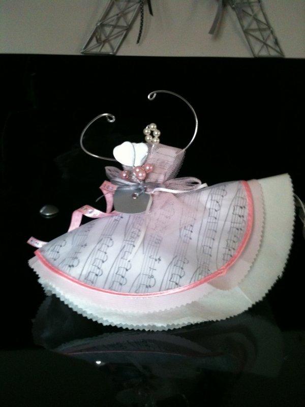 Ballerine deco de mariage en fil d alu, tulle et serviettes papier
