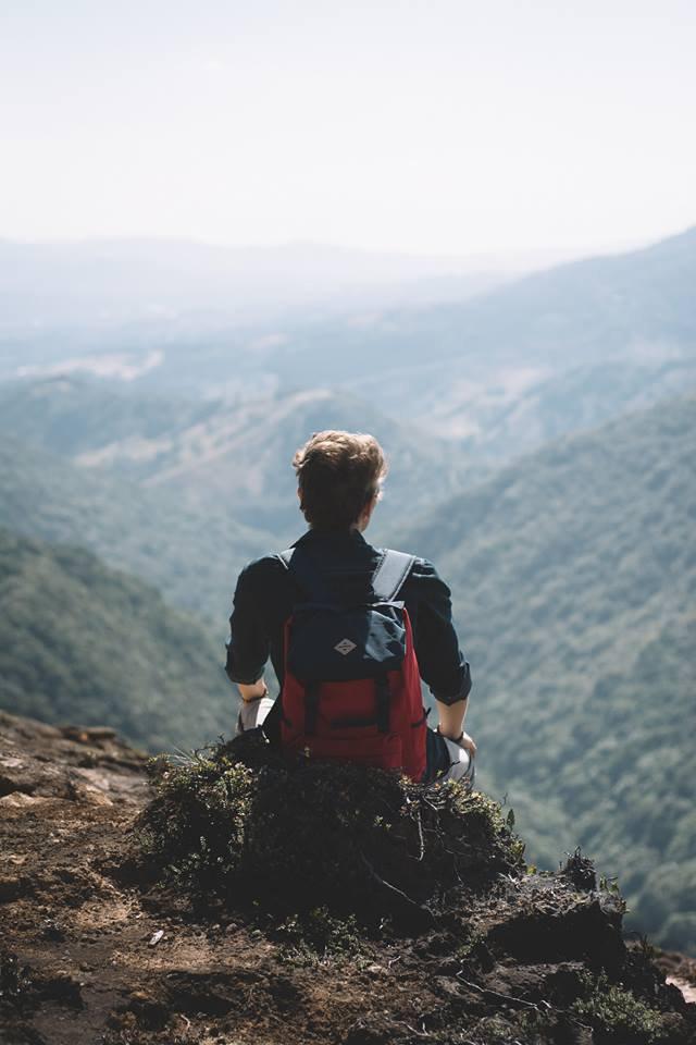 La solitude est le fond ultime de la condition humaine. L'homme est l'unique être qui se sente seul et qui cherche l'autre. Octavio Paz