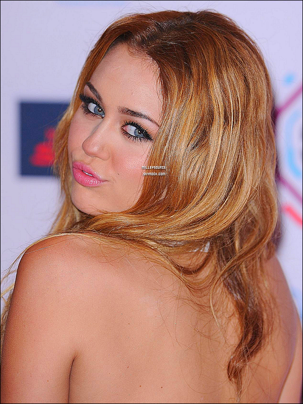 . Le 7 Novembre 2010 : Miley aux MTV EMA AWARDS .  .