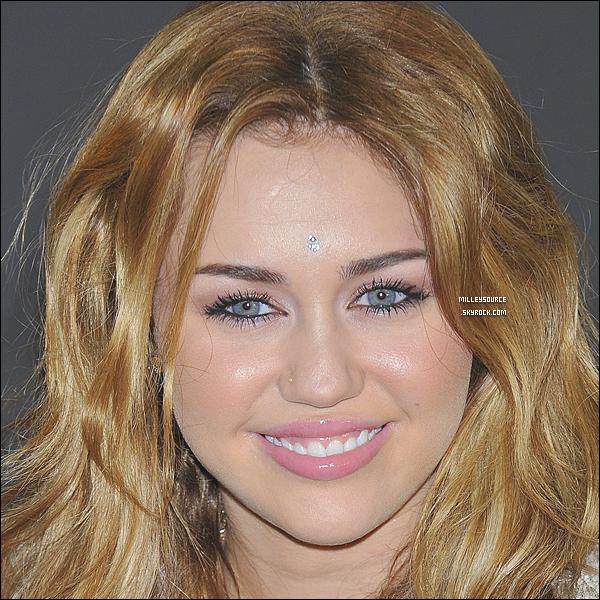 . Le 5 Novembre 2010 : Miley rencontre des fans à Madrid .  .