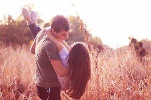 Rencontrer quelqu'un.⇨ S'attacher, tomber amoureux. ⇨ Etre blesser. ⇨ Oublier.⇨ Recommencer.