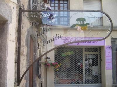 Enseigne en fer forg et faux vitraux au restaurant la table d 39 emilie marseillan l 39 atelier - La table d emilie marseillan menu ...