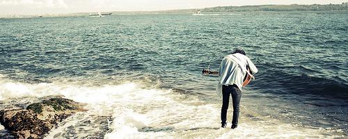.  « On raconte nos vies à des étrangers pour se sentir exister. »   Orelsan.