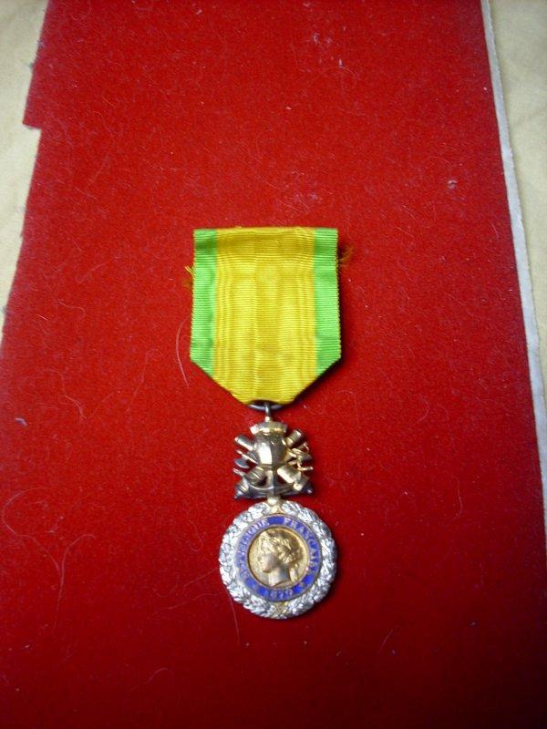 médaille valeur et disipline Modèle de la 3e République 1870-1940