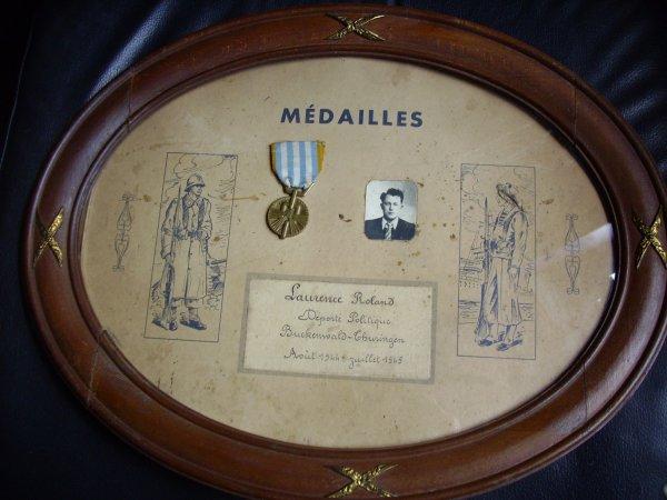 cadre avec médaille,de deporté politique
