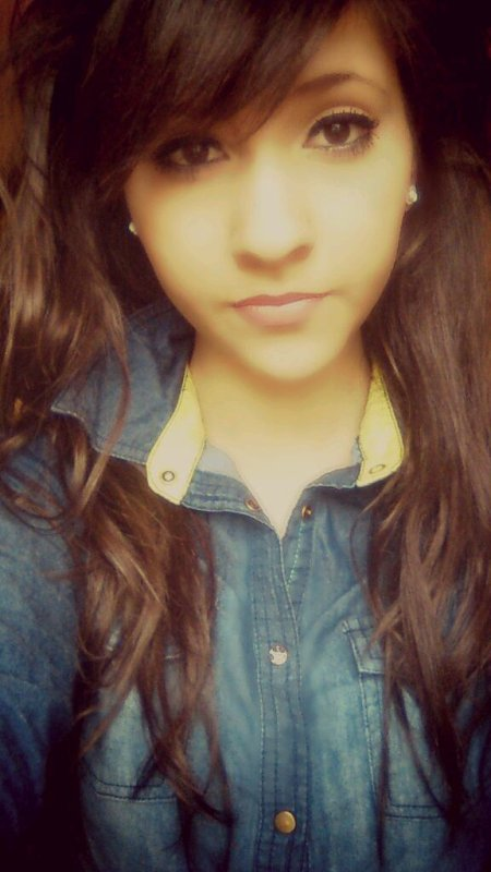 - Être amoureux c'est le sentiment d'être deux.. ♥