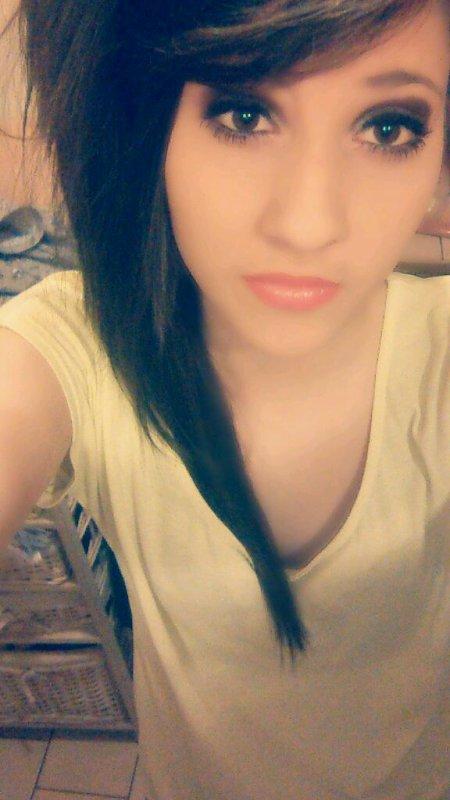 - On oublie pas une personne, on s'habitue juste à son absence.. ♥