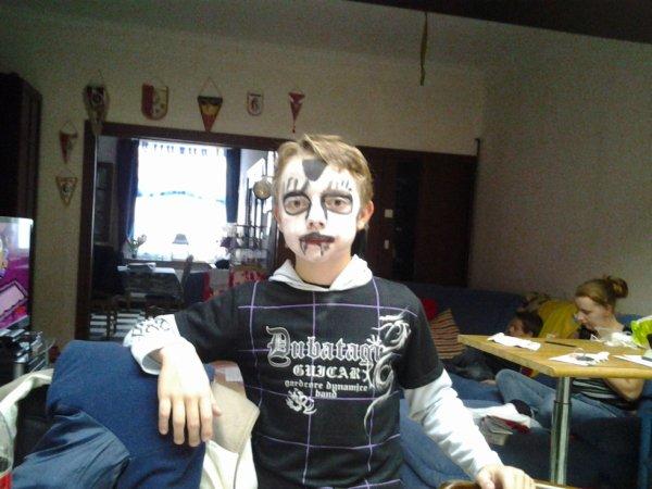 09.11.2012 - Dylan fete Halloween a l'ecole