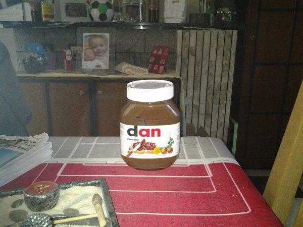 04.04.2013 - Dan sponsorise Ferrero et Nutella lol