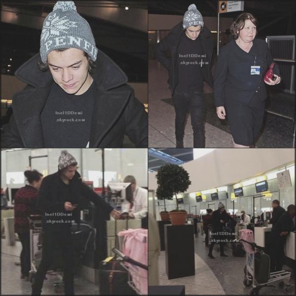 Niall a été vu le 29 Décembre dans un aéroport à Dublin . (RATTRAPAGE DE NEWS)