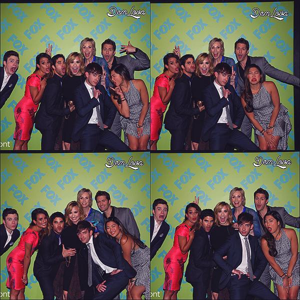 """Demi avec le casting de la série """"Glee"""" à la Fox Front."""
