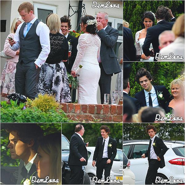 Harry était au mariage de sa mère ( Anne Cox ), le 1 juin.