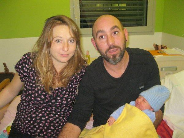 Raphael avec sa maman et son papa