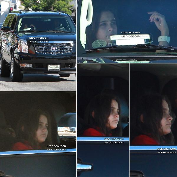 * 15.09.2010 Paris se rendant en voiture à la Buckley School, Prince est surrement à l'arrière ! *