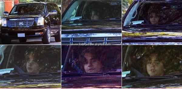 * 23/09/2010 - Prince revenant de la Buckley School après une journée bien chargée ... ;) Paris doit surement être à l'arrière ! Tel père, tel fils, Prince aidant une association contre la famine de la Buckley School pour les enfants démuni, toujours le 23/09. *