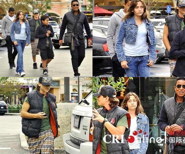 """* Le 7 novembre 2010 - Jermaine à enmener Prince, Paris, Blanket et ses enfants au cinéma voir """"Due Date"""" !*"""