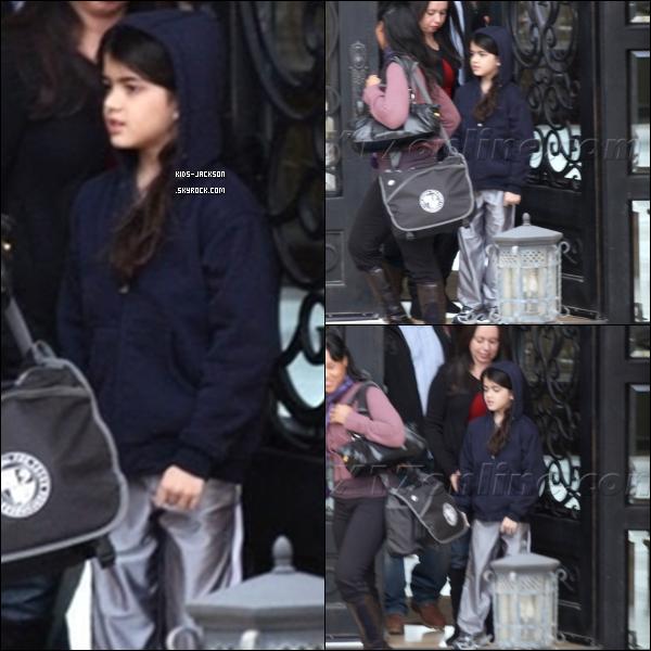 * Voici des candids de Blanket sortant de chez lui, la date de ces photos reste inconnue !*