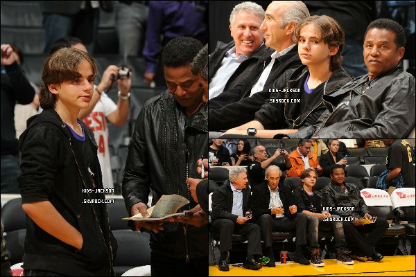 * /25/01/2011/ - Prince et son oncle Jackie au match de basket des « Lakers VS Toronto », à Los Angeles.*
