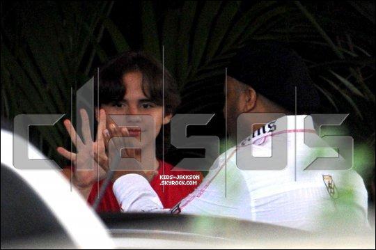 * *___/13/02/2011//__Prince à été aperçu le jour de son anniversaire au Four Season Hôtel à Los Angeles !*