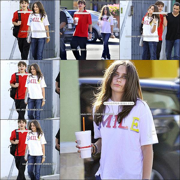 * 15/04/11 : Prince et Paris sortant d'un cours de théâtre à Hollywood le sourire aux lèvres*