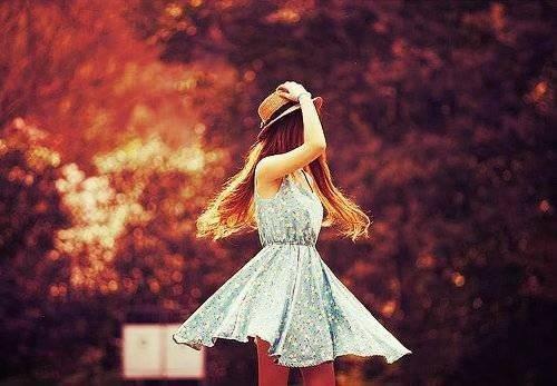 """I lose meself.  On meurt par amour. I' m lost. On meurt pour l'amour. I've lost meself. On meurt avec amour.  Somewhere. Ou sans.  In the middle of nowhere. On meurt à cause de l'amour. On my own. On meurt en amour. On my own Nobody's land. Ce n'est pas pour rien   Cause who am I ? que l'amour au verlang est """"mourra"""""""