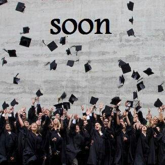 Nous voilà sur le podium, tous rassemblés, le chapeau sur la tête