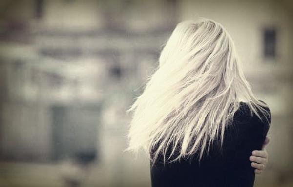 - Tu es tellement occupé à essayer d'être ce que tout le monde veut que tu sois que tu ne sais pas qui tu es.