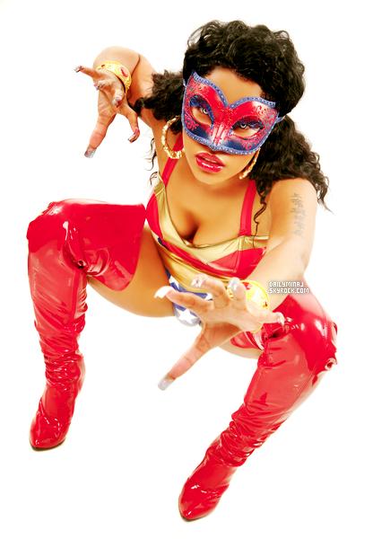♦ Redécouvre un photoshoot de Nicki Minaj pour sa Mixtape Beam Me Up Scotty. __J'adore ce photoshoot Nicki est magnifique dans son costume de Wonder Woman!  ♦