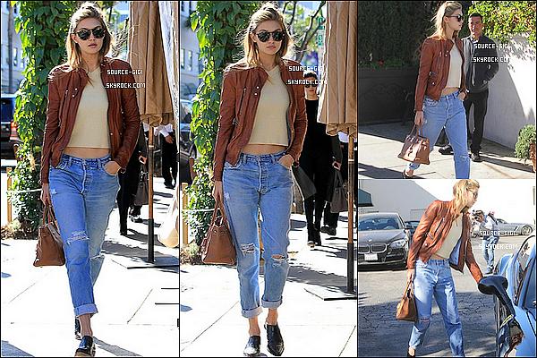 - 16/11/2015 : Gigi Hadid de retour à Los Angeles, elle a été vue dans les rues de L.A avec son père. -