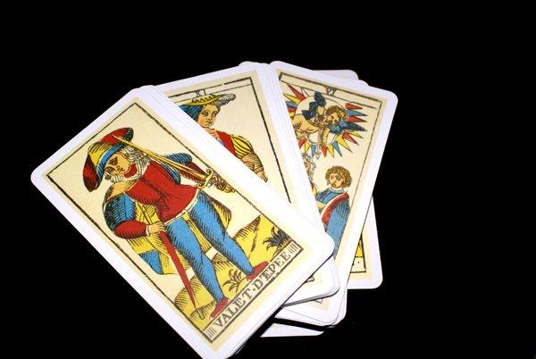 Que vous réserve votre avenir? Qu'est-ce qui s'annonce dans votre vie : la réussite, le bonheur, le chagrin? Faut-il donner suite à un projet ou le remettre à plus tard? La cartomancie est à votre portée!   C'est écrit dans les cartes! Amitiés, amours, voyages, affaires....