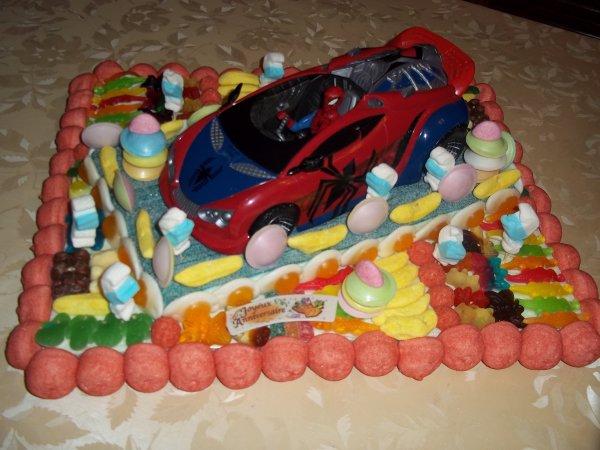 Gateau le jouet voiture spiderman gateauxdebonbons62 - Spiderman voiture ...