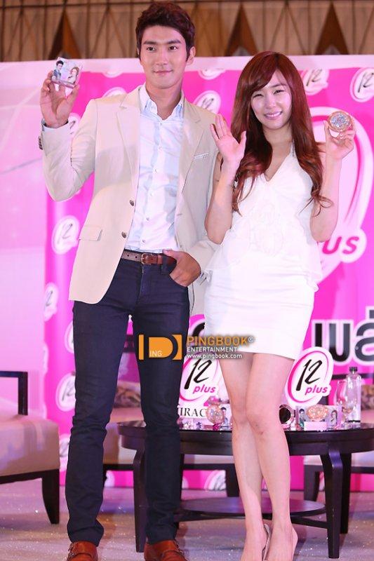Siwon et Tiffany ensemble dans la Déclaration de cosmétiques thaïlandais