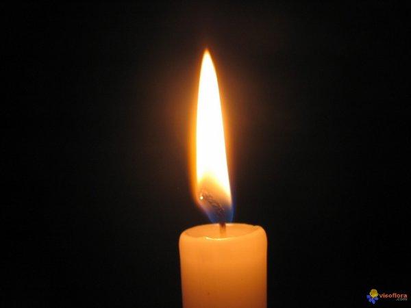 « Les larmes sont un don. Souvent les pleurs, après l'erreur ou l'abandon,  Raniment nos forces brisées. »