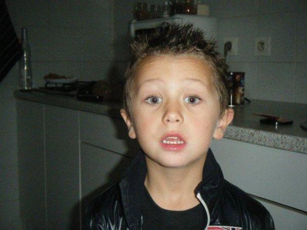 Mon petit couzin Enzo le frère de Louna