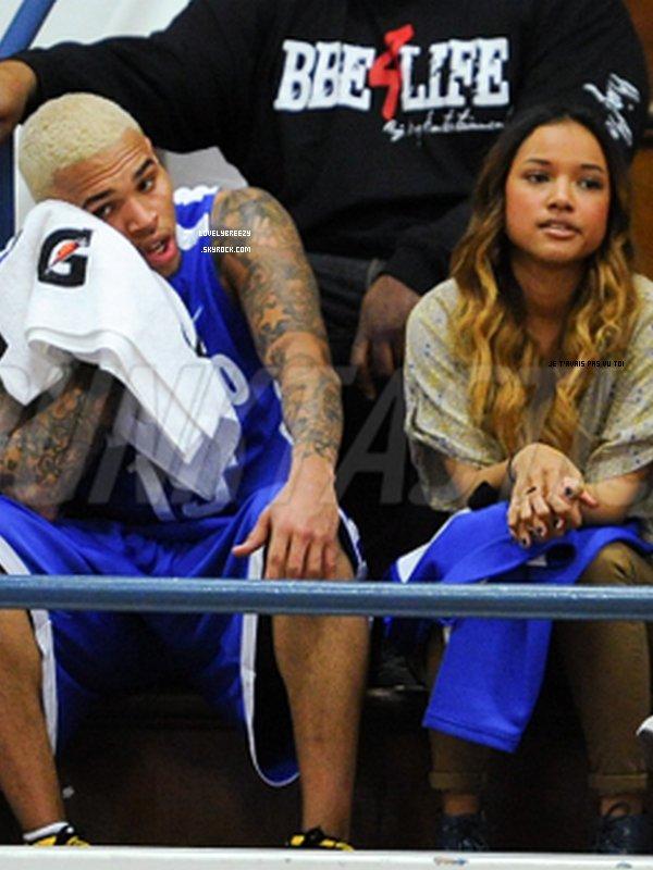 Chris Brown et Karrueche Tran au Match ou il avait participer (J'adore la nouvelle couleur de Karrueche mais je préfèrer l'autre lol)