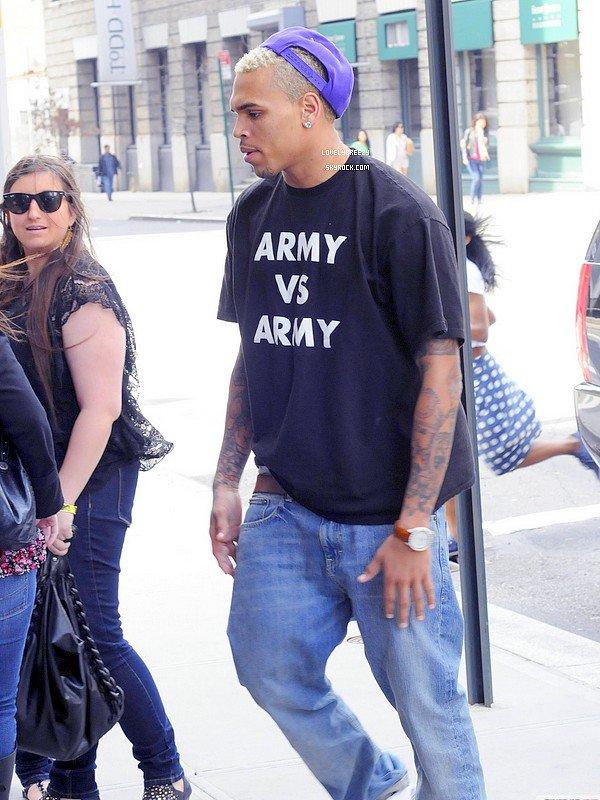 Chris Brown arrive a son hôtel a Manhattan