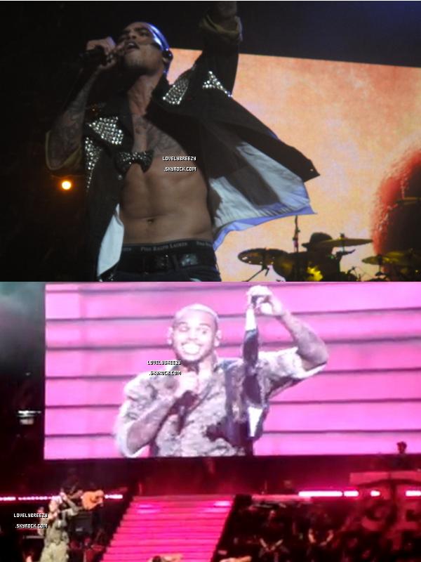 Chris Brown concert à Sydney (Australie) sur la 2éme photo Chris à le soutien gorge d'une fan
